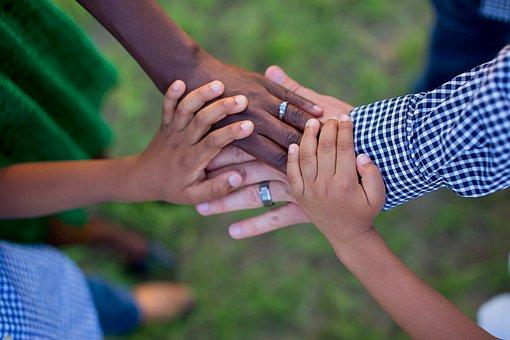 Nonni, zii e cugini nell'adozione e nell'affido: l'arrivo di un bambino coinvolge tutti