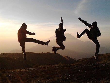 ADOLESCENTI CONSAPEVOLI. La mindfulness per superare con resilienza le sfide della crescita